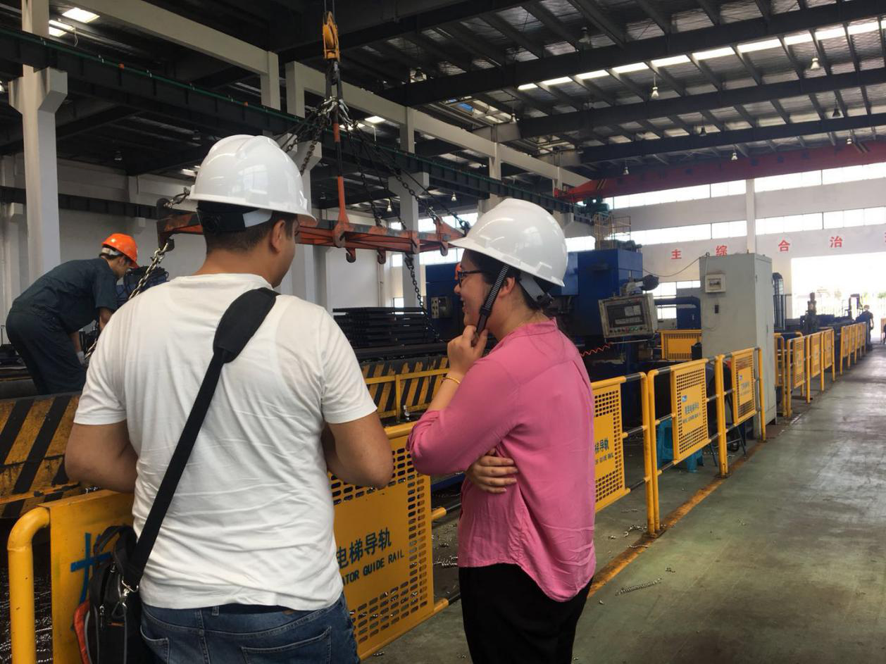 Warmly welcome our client from Iraq come to visit our factory !